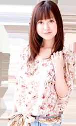 花柄の服を着た女の子